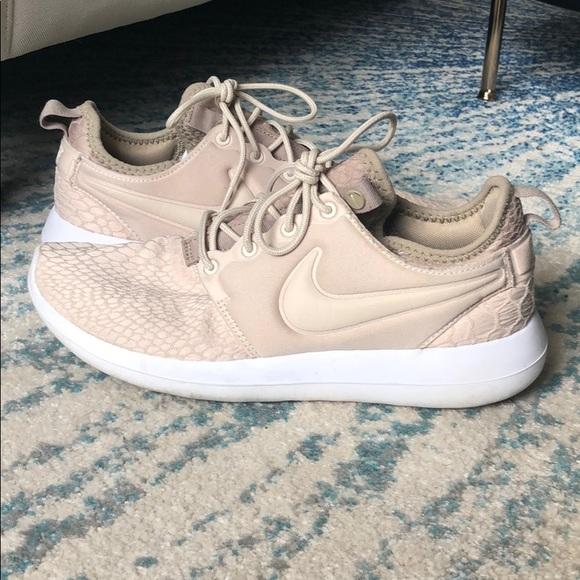 Nike Flyknit Nude Beige Tennis Shoes